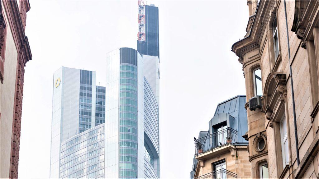 Valentin Heinrich, Auszubildender zum Bankkaufmann bei der Commerzbank AG